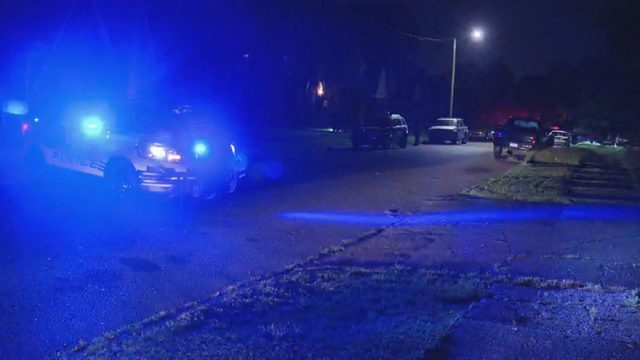 Man shot in hand during holdup on Detroit's east side, police say