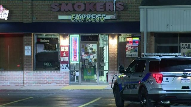 Clinton Township smoke shop broken into