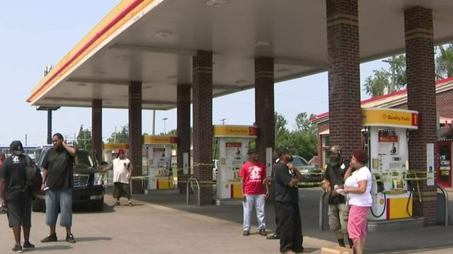 Residents protest Detroit gas station after clerk shoots man during argument