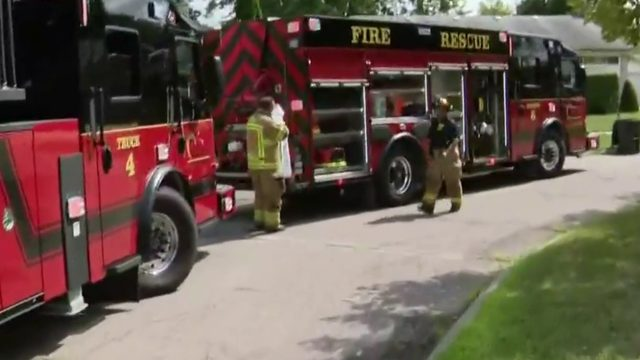 76-year-old man killed in Warren house fire, woman transported to hospital