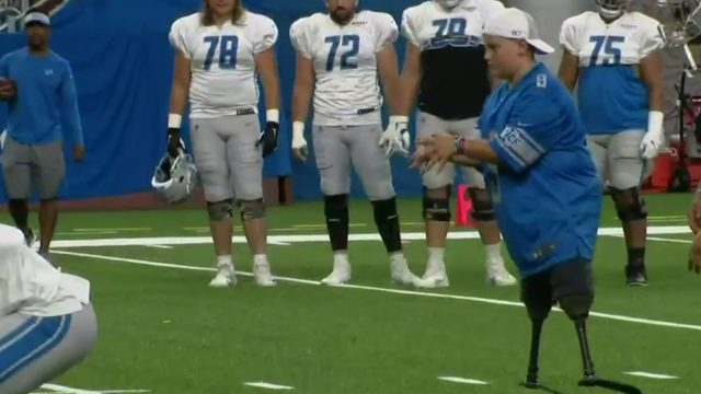 Calder Hodge throws TD pass at Lions practice