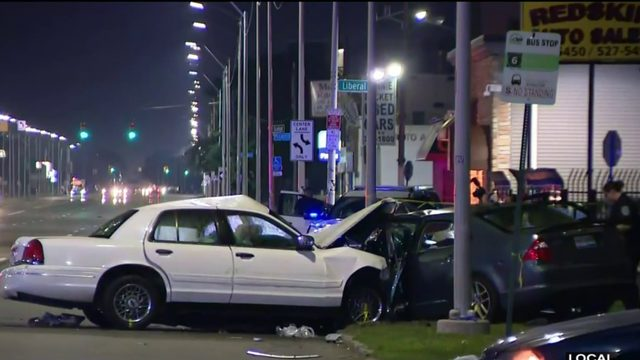 3 people killed in crash on Gratiot on Detroit's east side