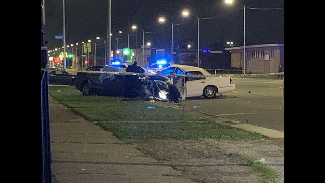 Three people killed in crash on Gratiot on Detroit's east side