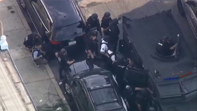 Gunman wounds 6 Philadelphia police officers during firefight, standoff