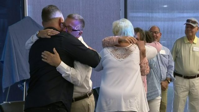 Donors, recipients in kidney transplant chain meet for first time
