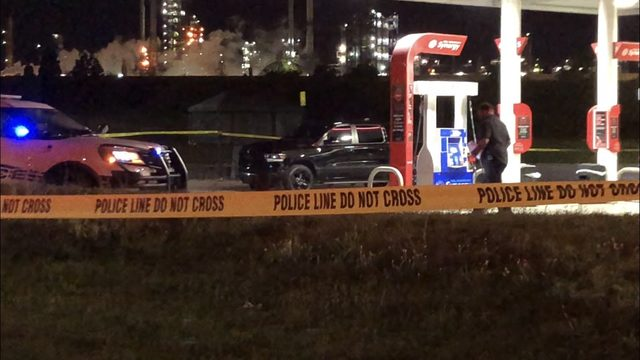 Bystander killed in double shooting outside Southwest Detroit gas station