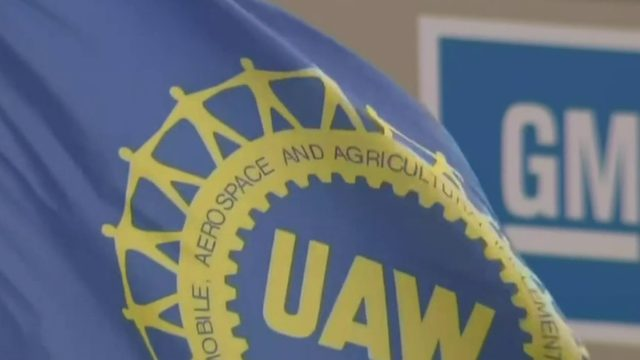 UAW extends contracts with Ford, FCA; GM talks continue