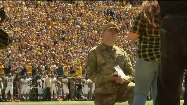 Army sergeant surprises girlfriend with marriage proposal at football…