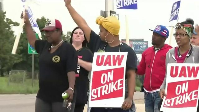 UAW-GM strike: Follow live updates on day 3