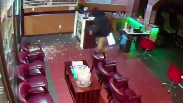 VIDEO: Police investigate Southfield nail salon burglary