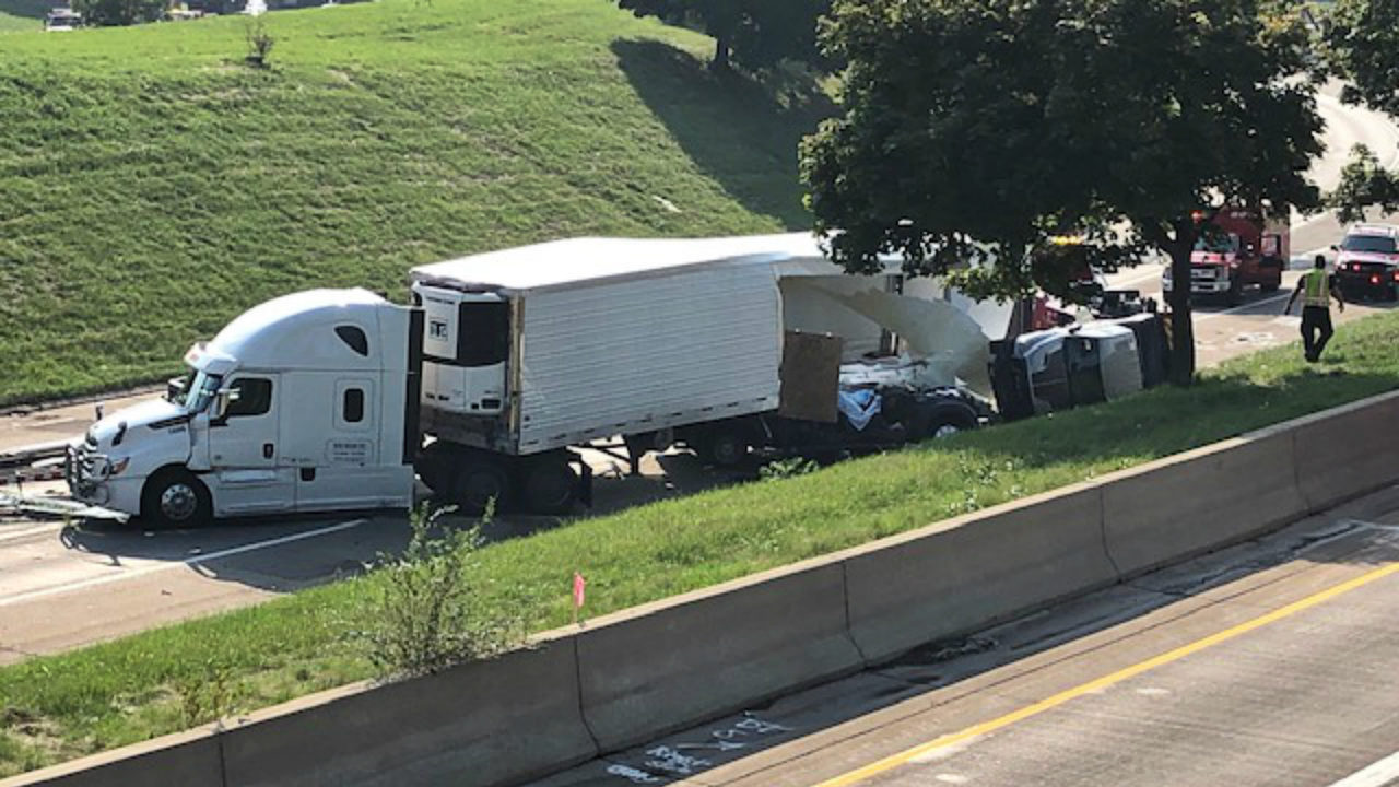 Southbound I-75 closed at I-96 after 'serious injury crash,' police say