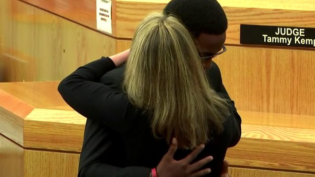 'I forgive you:' Botham Jean's brother hugs Amber Guyger after she's…
