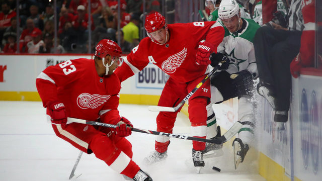 Anthony Mantha's scores all 4 goals, Wings win home opener over Stars