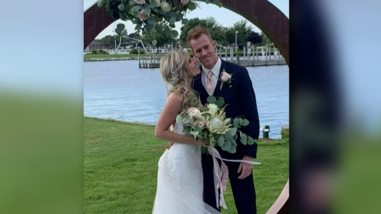 Michigan photographer, newlyweds desperate to find stolen laptop with wedding photos