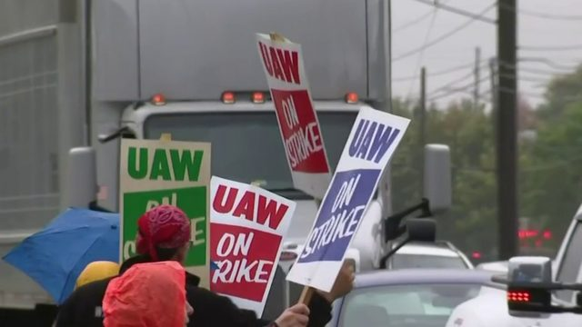 UAW-GM strike: GM CEO Mary Barra meets with UAW leaders