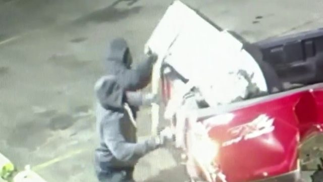 Video captures ATM thieves in Warren smash-and-grab