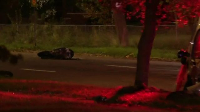 Motorcyclist dies after collision with minivan in Detroit