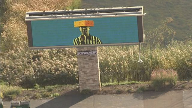 Cheesehead referee billboard pops up along I-275 after controversial…