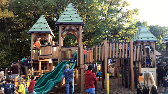 Community hands build Ann Arbor's Eberwhite playground for second time…