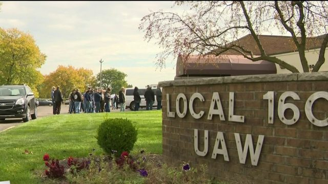 UAW members vote on tentative deal with GM